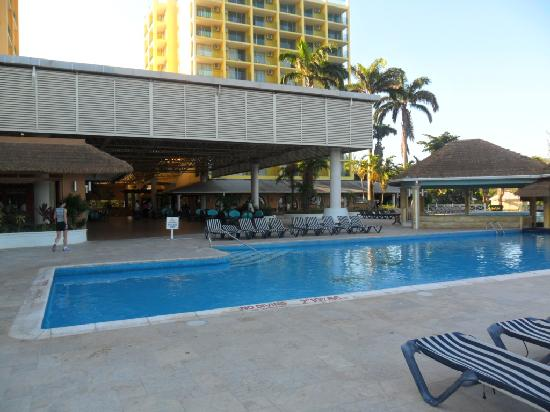 Sunscape Splash Montego Bay : pool by the lobby area