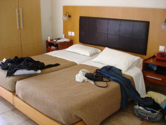 Achillion Hotel: habitación