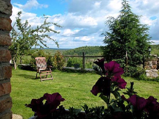 Robledo de la Guzpena, Spain: Jardines de La Venta del Alma