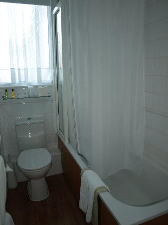 Salle de bain picture of best western royal hotel st for Salle de bain royan