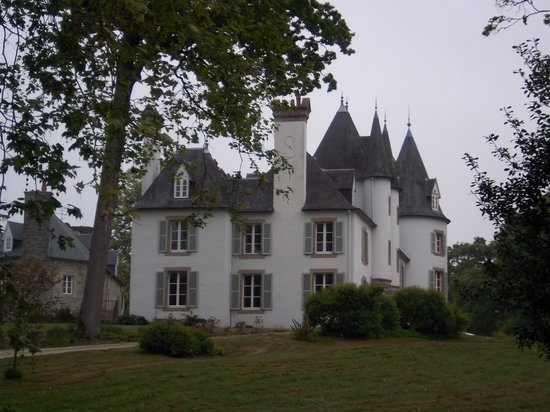 St-Martin-des-Champs, France: The Chateau