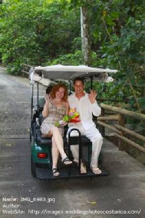 Arenas del Mar Beachfront & Rainforest Resort: Golf cart ride