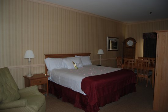 Baymont by Wyndham Manchester - Hartford CT: Guest Bedroom - King Suite