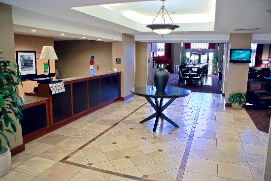 Hampton Inn & Suites Camarillo: Lobby