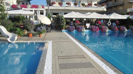 Hotel Sirenetta: La piscine