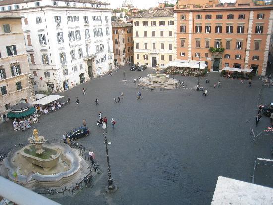 Casa di Santa Brigida : View of Piazza Farnese