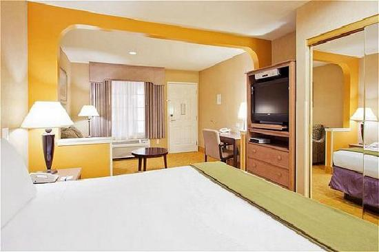 Atherton Park Inn & Suites Redwood City : King bed, LCD TV
