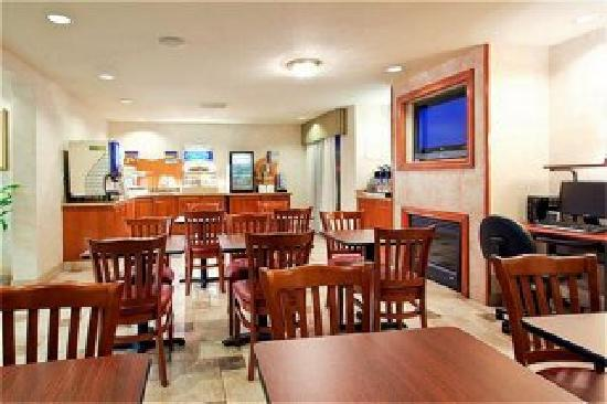 Atherton Park Inn & Suites Redwood City: Breakfast area