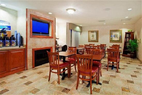 Atherton Park Inn & Suites Redwood City : Breakfast area