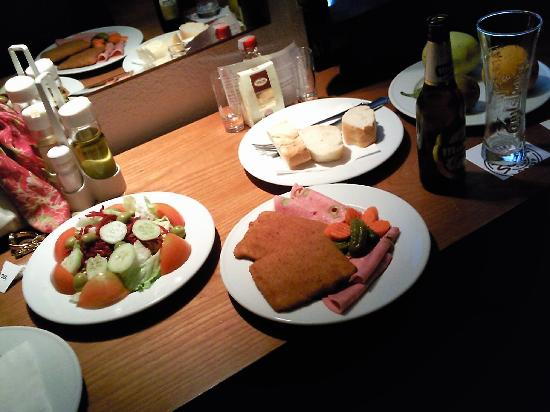 Cena fr a que subieron a la habitaci n estaba buena for Cena fria para amigos