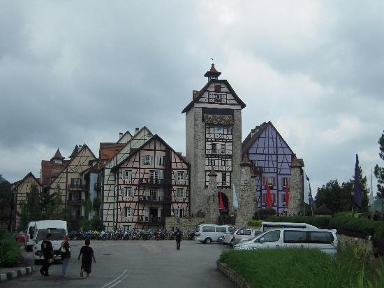 Bukit Tinggi, Maleisië: Colmar Tropicale from outside