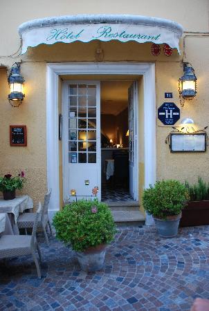 L' Auberge Provencale: entrance