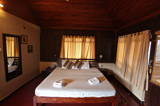 Banasura Island Retreat, Wayanad, Kerala: The bedroom in one of the cottages