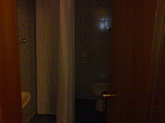 Ariston Hotel: luce fioca del bagno