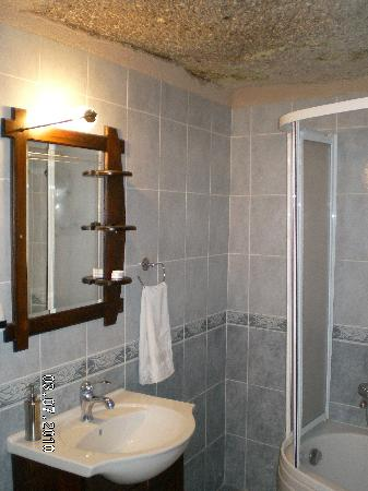 Nature Park Cave Hotel: The Bathroom of Cave Delux room (pigeon nest)