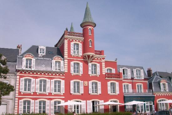 Les Tourelles: Front view of hotel