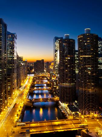 Wyndham Grand Chicago Riverfront: Night River View