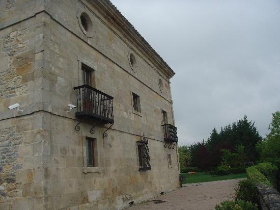 Parador de Argomaniz: Otra vista edificio principal
