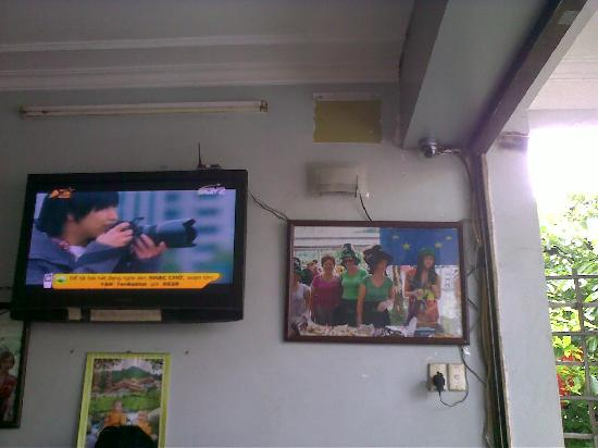 Cafe Mai: LCD TV and WiFi