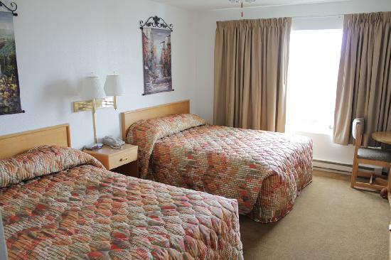 Alsi Resort: Standard room with two queen beds