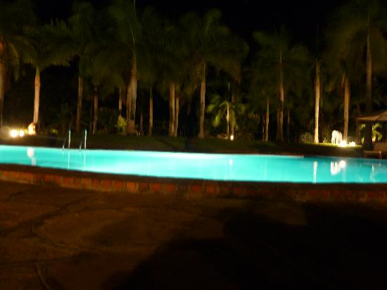 Sunset Villa Luxury Boutique Resort: The pool by night