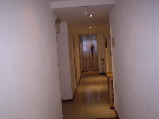 San Remo Grand Hotel: Pasillo entre habitaciones piso 8