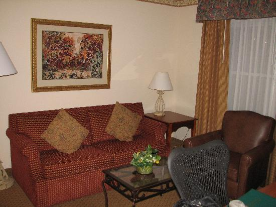 Living area and work space - Homewood Suites Richmond Airport