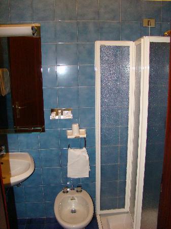 Hotel Centrale Byron - bathroom