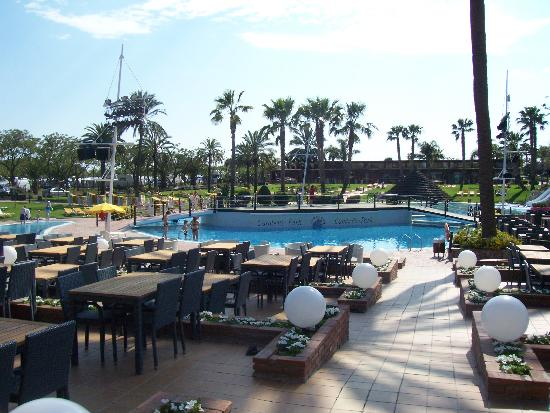 Cambrils Park Resort: Main Pool from bar