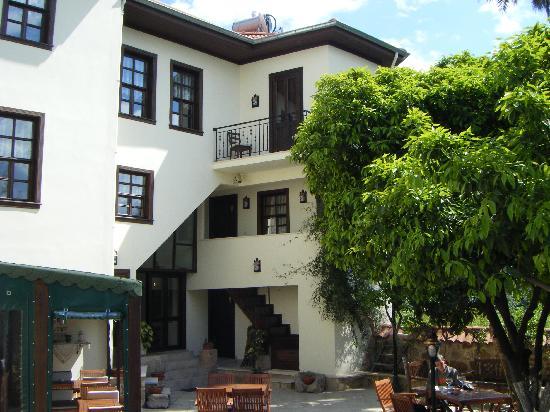 Deja Vu: Hotel garden vieuw