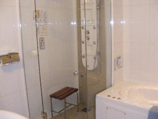 Hotel M: nice bathroom