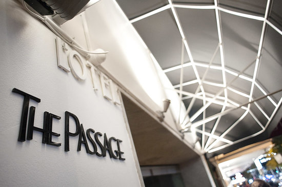The Passage Bar & Restaurant: Victoria st Entrance