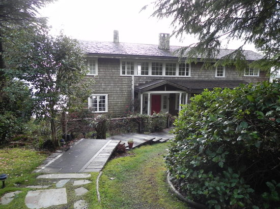 Red Crow Guesthouse : Front of House from parking lot