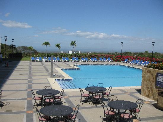 Barcelo Managua: Pool area with beautiful view