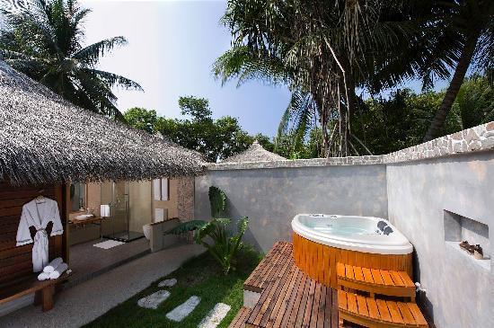 Kuramathi Island Resort: Beach Villa with Jacuzzi at Kuramathi