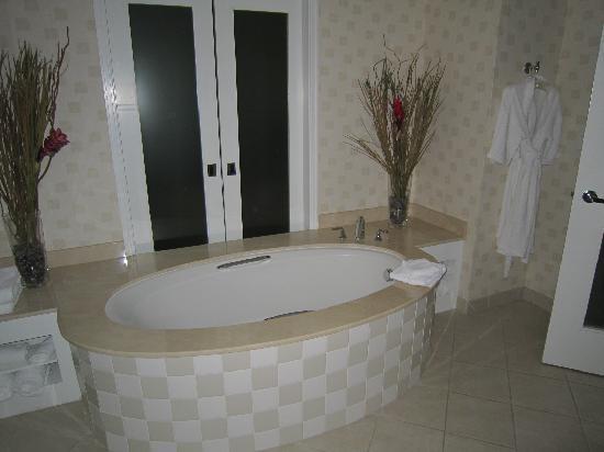 Renaissance Clubsport Walnut Creek Hotel Ious Suite Bathroom