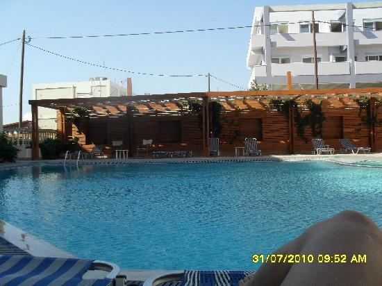 Lomeniz Hotel: The swimming pool