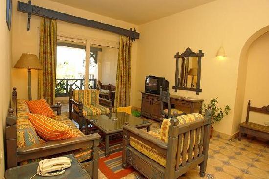 Al Diwan Resort: living room