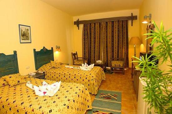 Al Diwan Resort: bed room1