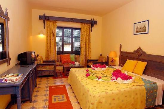 Al Diwan Resort: bed room