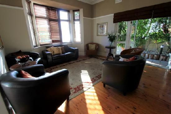 Conifer Beach House : The main home common living room.