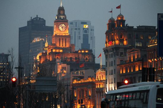 Jing'an Shimen Second Road Express Hotel : The bund in the evening