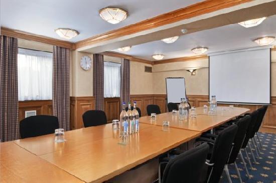 Hilton Warwick / Stratford-upon-Avon: Boardroom