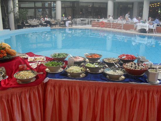 Aquila Porto Rethymno Hotel : Barbecue by the pool