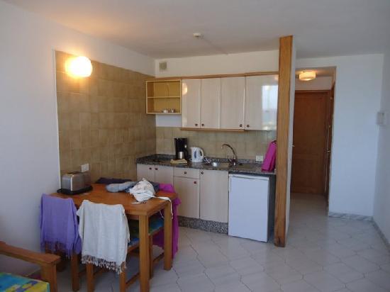 Apartamentos Sanfe: Kitchen Area
