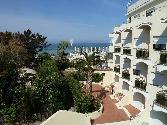 La Playa Grand Hotel: View of Sea and other room terraces from our room