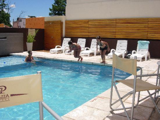 Piazza hotel ahora 895 antes 1 0 5 1 for Hotel con piscina en cordoba