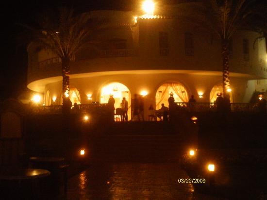 Tropicana Rosetta & Jasmine Club: Restaurant