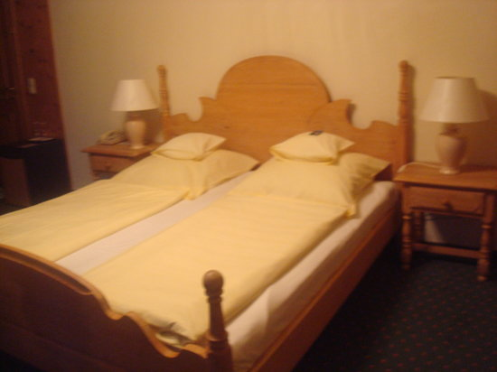 Hotel Edelweiss: Our bed