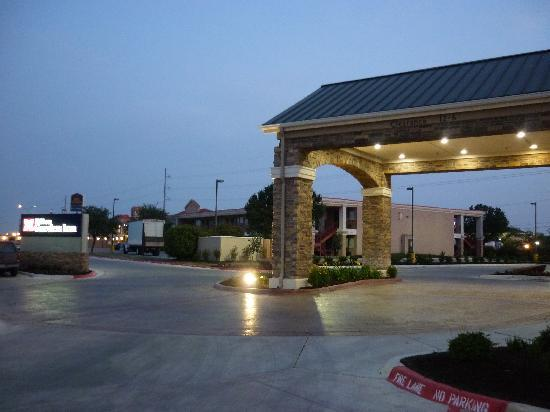 Hilton Garden Inn New Braunfels: front entrance